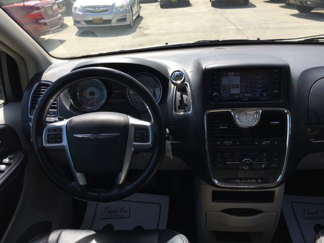 2012 Chrysler Town & Country Touring - Photo 7 - Cincinnati, OH 45255