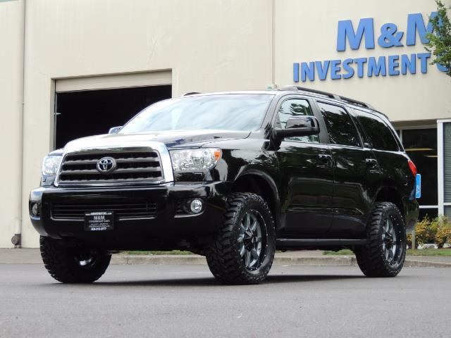 2016 Toyota Sequoia SR5 / 4WD / Third Seat / Sunroof / Backup / LIFTED - Photo 38 - Portland, OR 97217