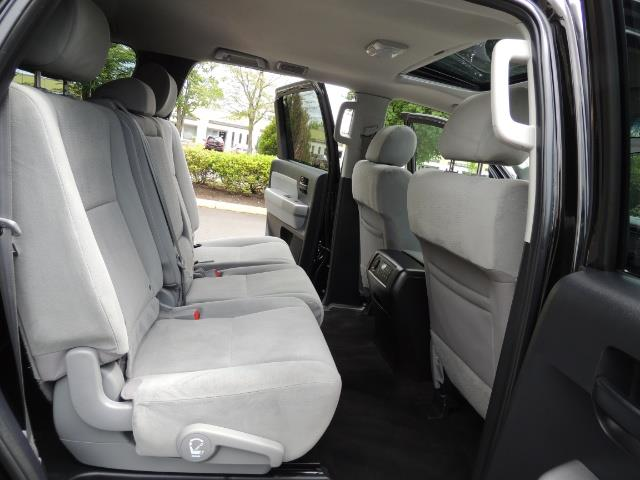 2016 Toyota Sequoia SR5 / 4WD / Third Seat / Sunroof / Backup / LIFTED - Photo 15 - Portland, OR 97217