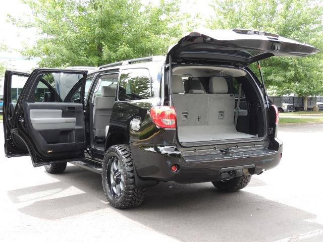2016 Toyota Sequoia SR5 / 4WD / Third Seat / Sunroof / Backup / LIFTED - Photo 27 - Portland, OR 97217