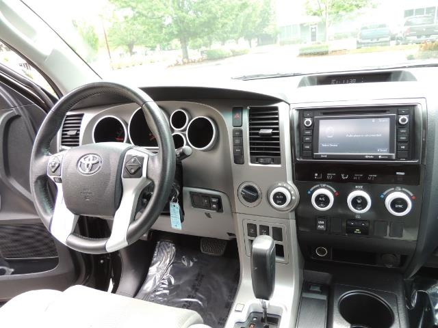 2016 Toyota Sequoia SR5 / 4WD / Third Seat / Sunroof / Backup / LIFTED - Photo 18 - Portland, OR 97217