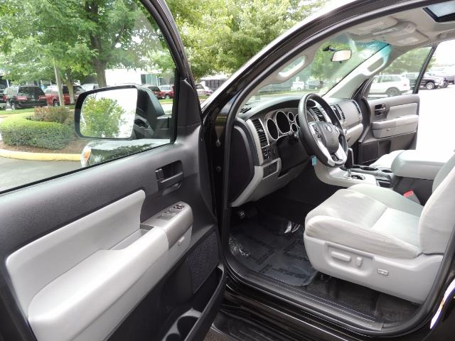 2016 Toyota Sequoia SR5 / 4WD / Third Seat / Sunroof / Backup / LIFTED - Photo 11 - Portland, OR 97217
