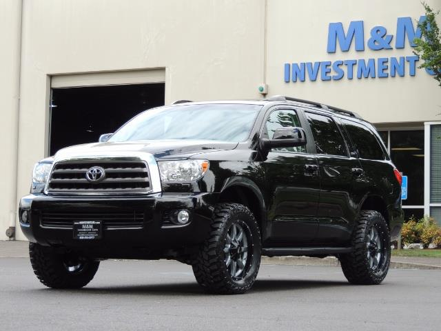 2016 Toyota Sequoia SR5 / 4WD / Third Seat / Sunroof / Backup / LIFTED - Photo 34 - Portland, OR 97217