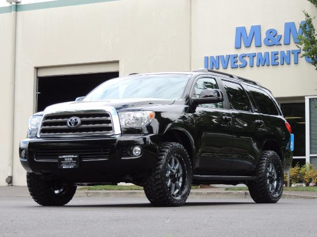 2016 Toyota Sequoia SR5 / 4WD / Third Seat / Sunroof / Backup / LIFTED - Photo 44 - Portland, OR 97217