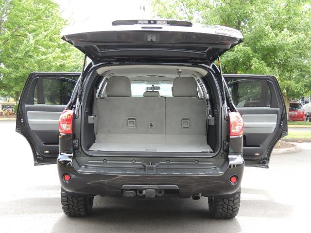 2016 Toyota Sequoia SR5 / 4WD / Third Seat / Sunroof / Backup / LIFTED - Photo 28 - Portland, OR 97217