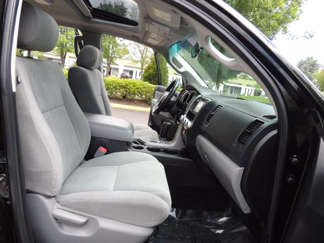 2016 Toyota Sequoia SR5 / 4WD / Third Seat / Sunroof / Backup / LIFTED - Photo 16 - Portland, OR 97217