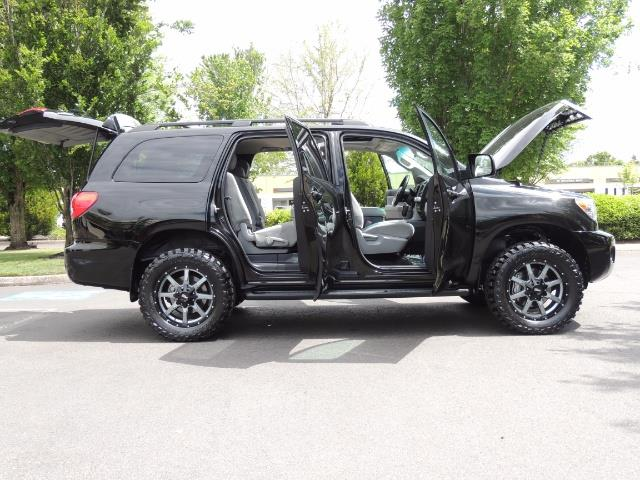 2016 Toyota Sequoia SR5 / 4WD / Third Seat / Sunroof / Backup / LIFTED - Photo 30 - Portland, OR 97217