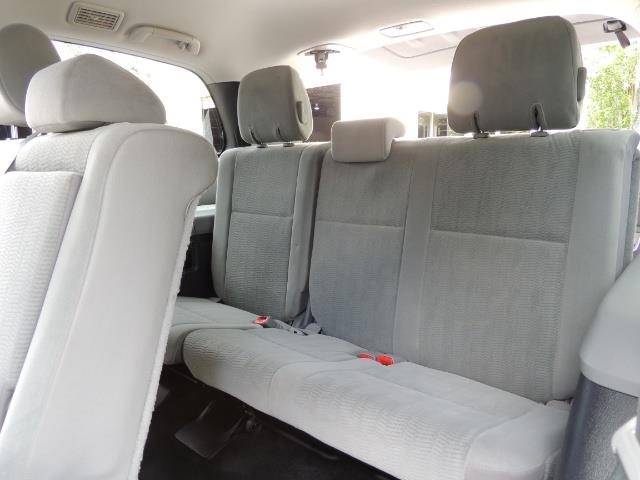 2016 Toyota Sequoia SR5 / 4WD / Third Seat / Sunroof / Backup / LIFTED - Photo 14 - Portland, OR 97217