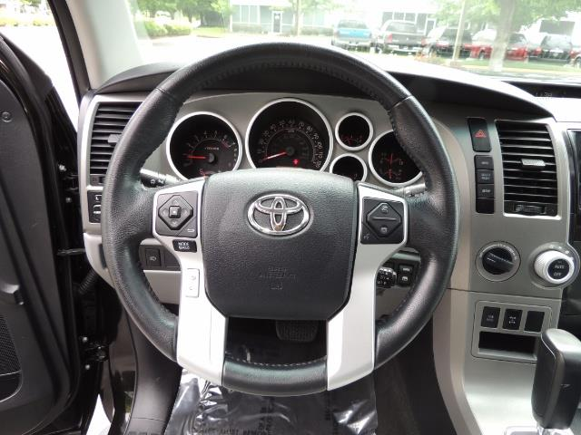 2016 Toyota Sequoia SR5 / 4WD / Third Seat / Sunroof / Backup / LIFTED - Photo 40 - Portland, OR 97217