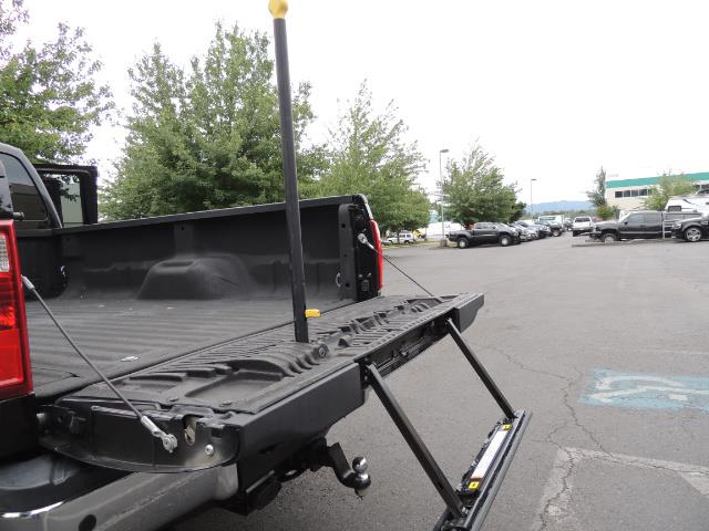 2011 Ford F-350 Super Duty Lariat / 4x4 / 6.7L DIESEL / LOADED - Photo 30 - Portland, OR 97217