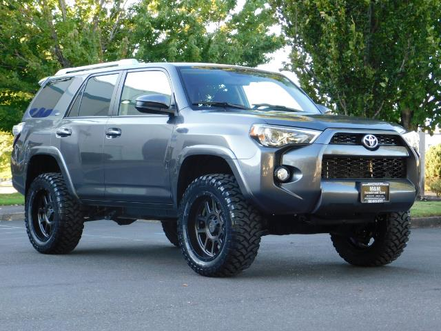 2016 Toyota 4Runner SR5 / 4WD / Sport Utility / LIFTED LIFTED - Photo 2 - Portland, OR 97217
