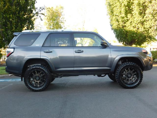 2016 Toyota 4Runner SR5 / 4WD / Sport Utility / LIFTED LIFTED - Photo 4 - Portland, OR 97217