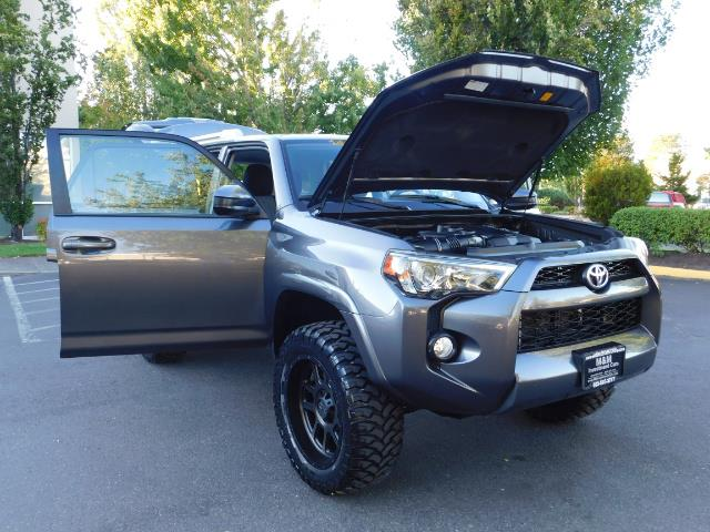 2016 Toyota 4Runner SR5 / 4WD / Sport Utility / LIFTED LIFTED - Photo 31 - Portland, OR 97217