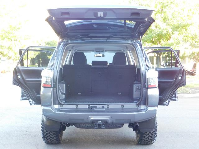 2016 Toyota 4Runner SR5 / 4WD / Sport Utility / LIFTED LIFTED - Photo 24 - Portland, OR 97217