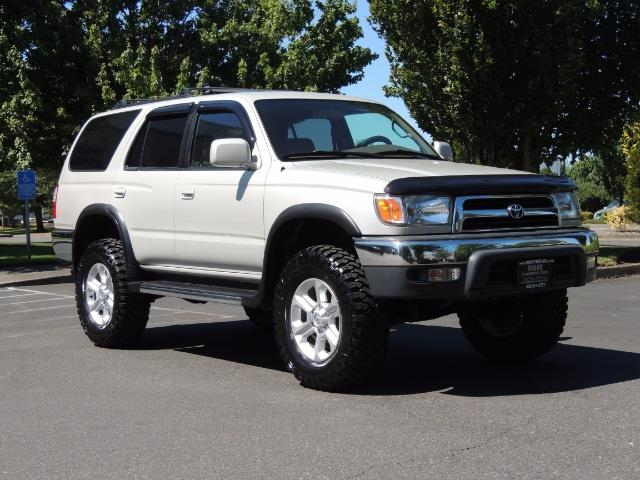 1999 Toyota 4Runner SR5 4WD V6 3.4L / LEATHER / NEW TIRES / LIFTED - Photo 2 - Portland, OR 97217