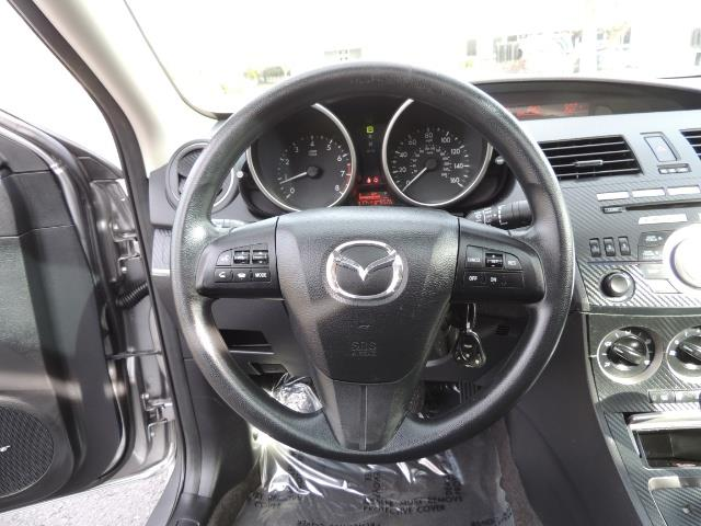 2010 Mazda Mazda3 i Touring / Sedan / Sunroof / Premium Sound - Photo 19 - Portland, OR 97217