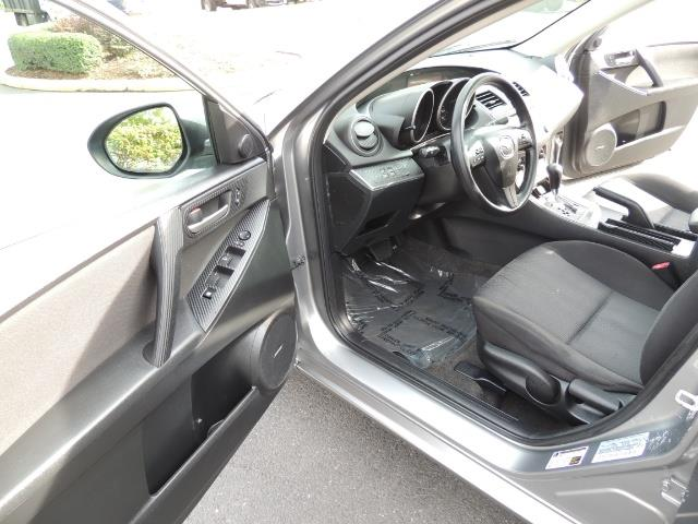 2010 Mazda Mazda3 i Touring / Sedan / Sunroof / Premium Sound - Photo 12 - Portland, OR 97217