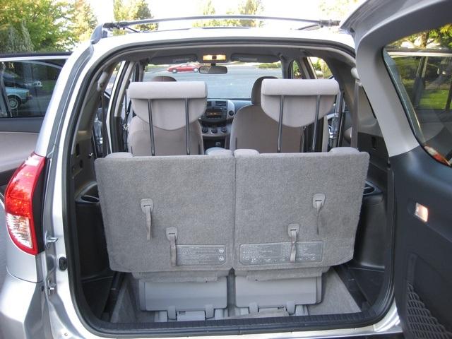 2007 toyota rav4 4wd 4 cyl auto 7 passengers 3rd row seats. Black Bedroom Furniture Sets. Home Design Ideas