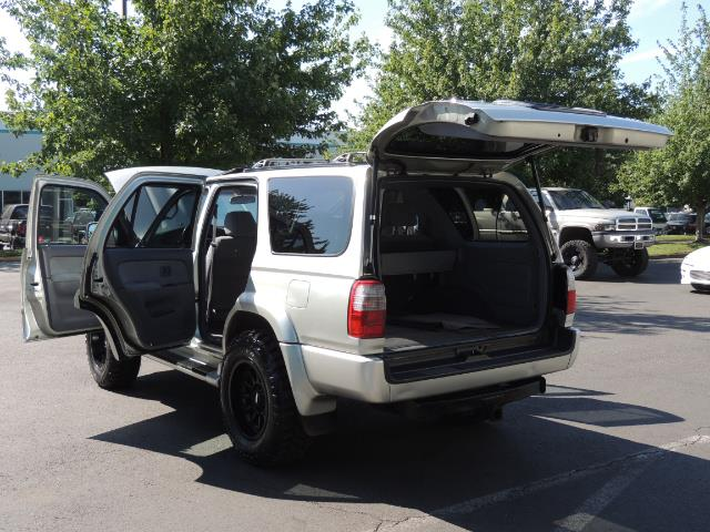2000 Toyota 4Runner SR5 4dr SR5 / 4X4 /  5-SPEED MANUAL / LIFTED - Photo 27 - Portland, OR 97217
