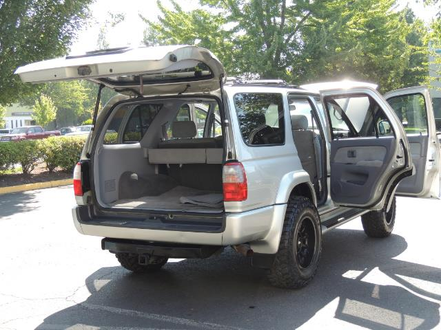 2000 Toyota 4Runner SR5 4dr SR5 / 4X4 /  5-SPEED MANUAL / LIFTED - Photo 29 - Portland, OR 97217