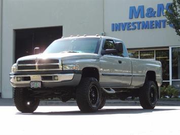 1999 Dodge Ram 2500 4X4 / 5.9 L CUMMINS DIESEL / Long Bed / LIFTED !! Truck