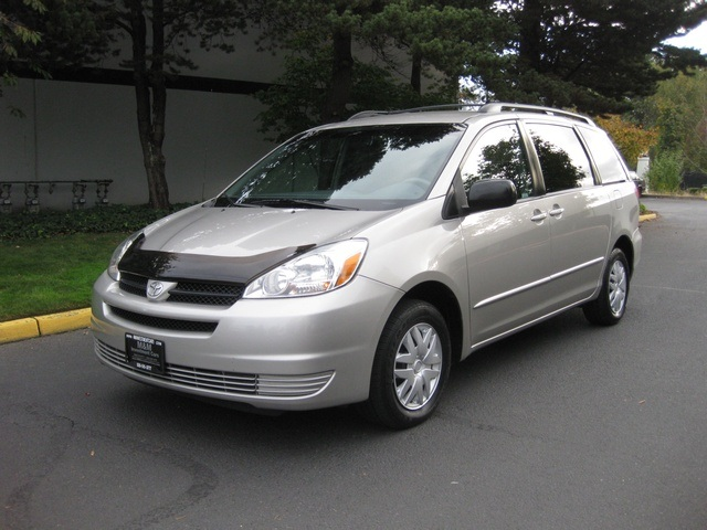 2005 toyota sienna le minivan captain chairs 7 passengers power door. Black Bedroom Furniture Sets. Home Design Ideas