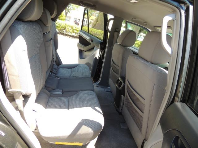 2006 Toyota 4Runner V6 4.0L / 4X4 / DIFF LOCK / 3RD SEATS / 1-OWNER - Photo 17 - Portland, OR 97217