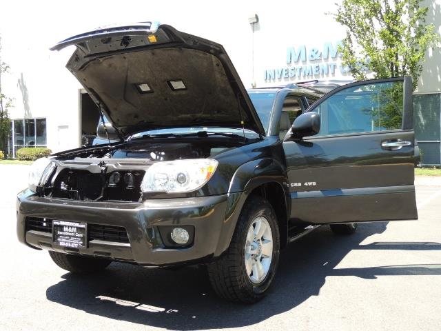2006 Toyota 4Runner V6 4.0L / 4X4 / DIFF LOCK / 3RD SEATS / 1-OWNER - Photo 31 - Portland, OR 97217