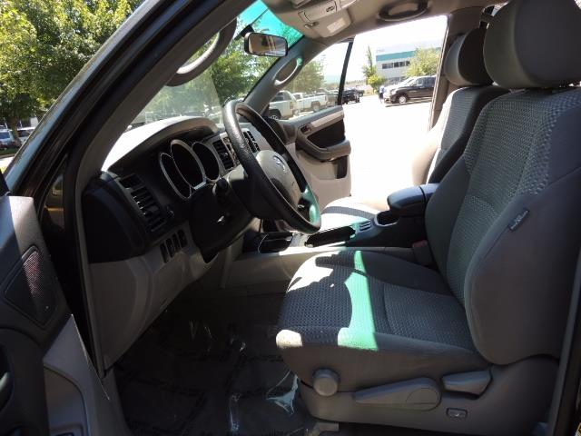 2006 Toyota 4Runner V6 4.0L / 4X4 / DIFF LOCK / 3RD SEATS / 1-OWNER - Photo 33 - Portland, OR 97217