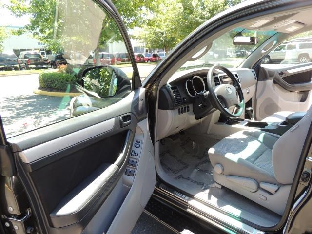 2006 Toyota 4Runner V6 4.0L / 4X4 / DIFF LOCK / 3RD SEATS / 1-OWNER - Photo 13 - Portland, OR 97217