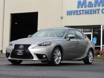 2015 Lexus IS 250 / Sport Sedan / Leather / Heated & cooled Seat Sedan
