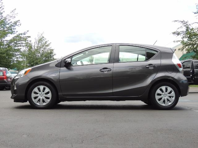 2014 Toyota Prius c One / Hatchback / 34K MILES - Photo 3 - Portland, OR 97217