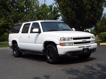 2005 Chevrolet Suburban 1500 Z71 / 4WD / Leather / DVD / Sunroof / Excel C SUV