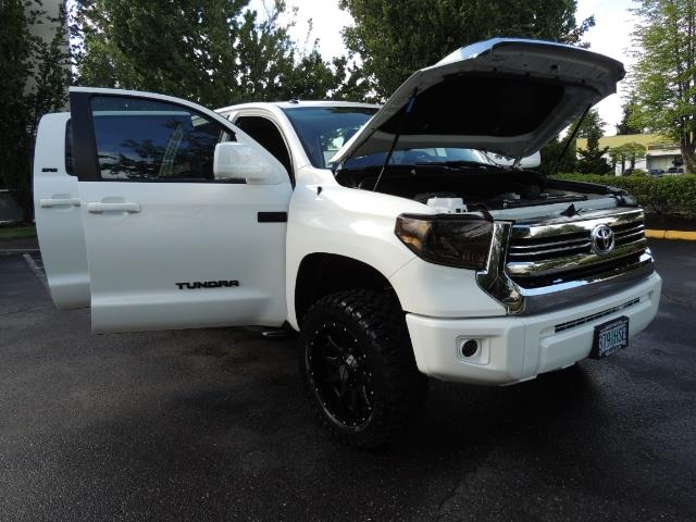 2017 Toyota Tundra SR5 / CrewMax / 4X4 / 5.7L / 6000 MILES / LIFTED - Photo 31 - Portland, OR 97217