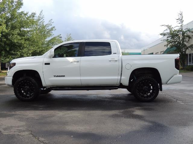 2017 Toyota Tundra SR5 / CrewMax / 4X4 / 5.7L / 6000 MILES / LIFTED - Photo 3 - Portland, OR 97217