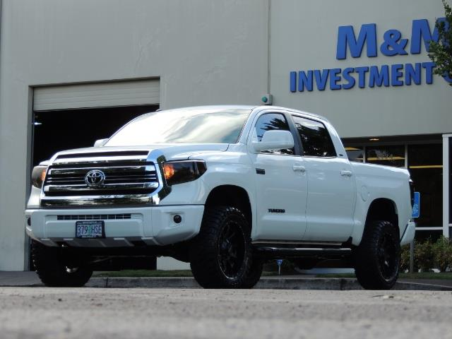 2017 Toyota Tundra SR5 / CrewMax / 4X4 / 5.7L / 6000 MILES / LIFTED - Photo 42 - Portland, OR 97217