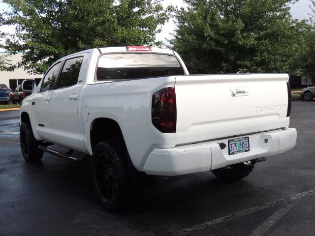 2017 Toyota Tundra SR5 / CrewMax / 4X4 / 5.7L / 6000 MILES / LIFTED - Photo 8 - Portland, OR 97217