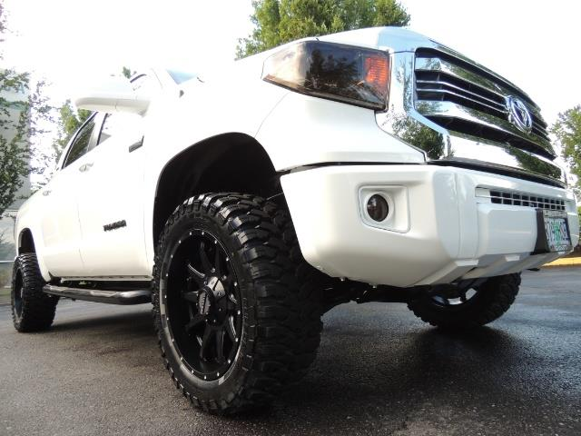 2017 Toyota Tundra SR5 / CrewMax / 4X4 / 5.7L / 6000 MILES / LIFTED - Photo 10 - Portland, OR 97217