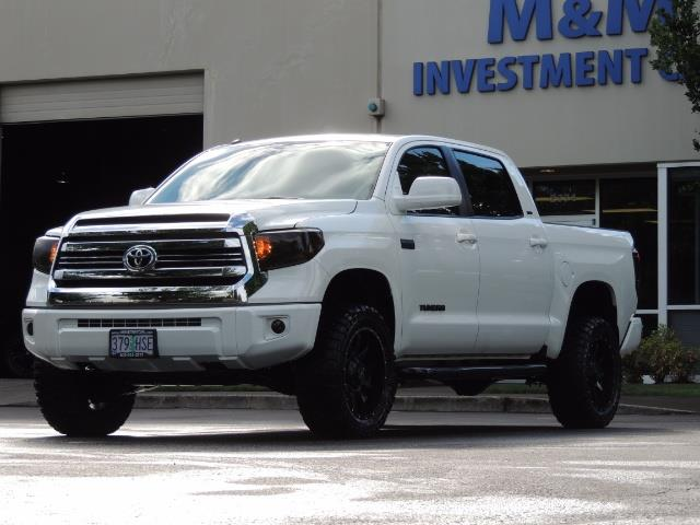 2017 Toyota Tundra SR5 / CrewMax / 4X4 / 5.7L / 6000 MILES / LIFTED - Photo 44 - Portland, OR 97217