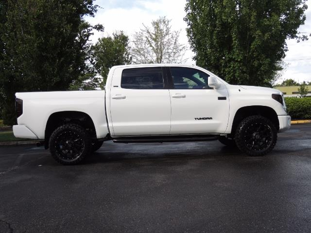 2017 Toyota Tundra SR5 / CrewMax / 4X4 / 5.7L / 6000 MILES / LIFTED - Photo 4 - Portland, OR 97217