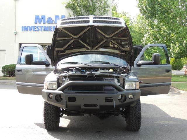 2002 Dodge Ram 2500 SLT 4dr Quad Cab / 4X4 / 5.9L DIESEL / 6-SPEED - Photo 31 - Portland, OR 97217