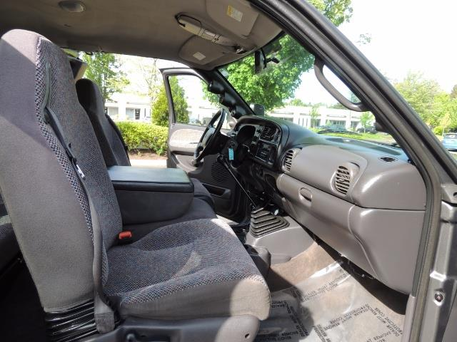 2002 Dodge Ram 2500 SLT 4dr Quad Cab / 4X4 / 5.9L DIESEL / 6-SPEED - Photo 16 - Portland, OR 97217