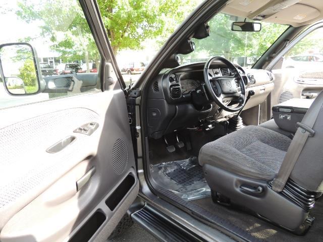 2002 Dodge Ram 2500 SLT 4dr Quad Cab / 4X4 / 5.9L DIESEL / 6-SPEED - Photo 12 - Portland, OR 97217