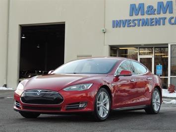 2013 Tesla Model S Signature / 85kwh/ Navigation / Leather / 1-Owner Sedan