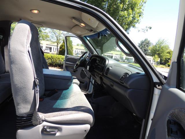 2001 Dodge Ram 2500 Laramie SLT Quad Cab / 4X4 /5.9L DIESEL / 6-SPEED - Photo 17 - Portland, OR 97217