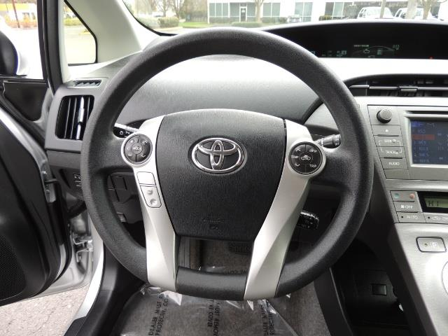 2013 Toyota Prius Two  / HatchBack / Only 37K Miles - Photo 37 - Portland, OR 97217