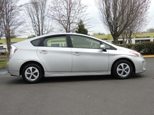 2013 Toyota Prius Two  / HatchBack / Only 37K Miles - Photo 4 - Portland, OR 97217