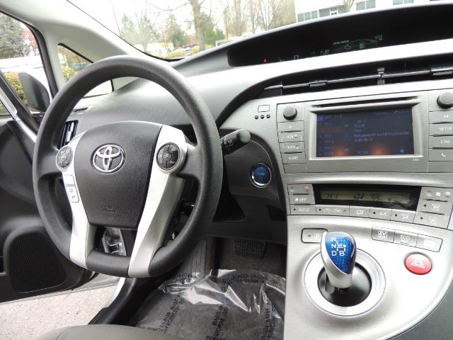 2013 Toyota Prius Two  / HatchBack / Only 37K Miles - Photo 19 - Portland, OR 97217