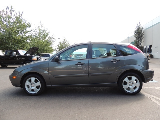 2006 Ford Focus ZX5 SES  4Door  Hatchback Leather Sunroof
