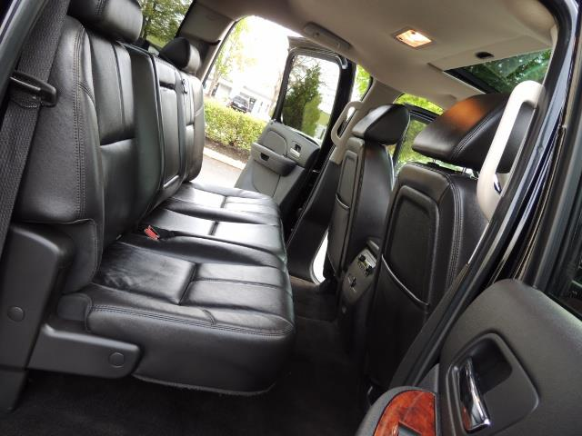 2009 Chevrolet Silverado 2500 LTZ / 4X4 / 6.6L Duramax Diesel / Allison Tranny - Photo 14 - Portland, OR 97217